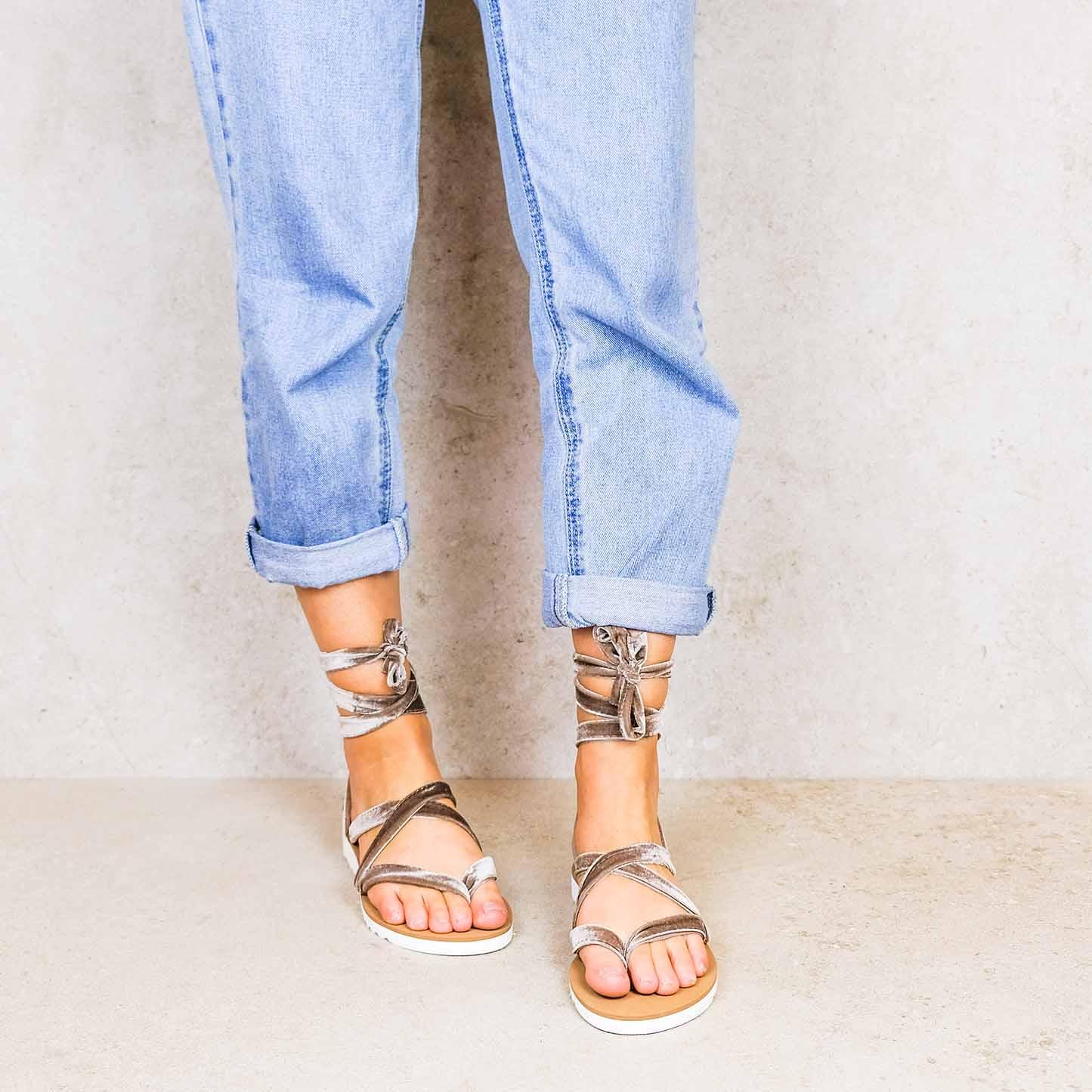 Camel-velvet ribbons linten lintsandalen sandals travelsandals vegan sustainable sandals wikkelsandalen