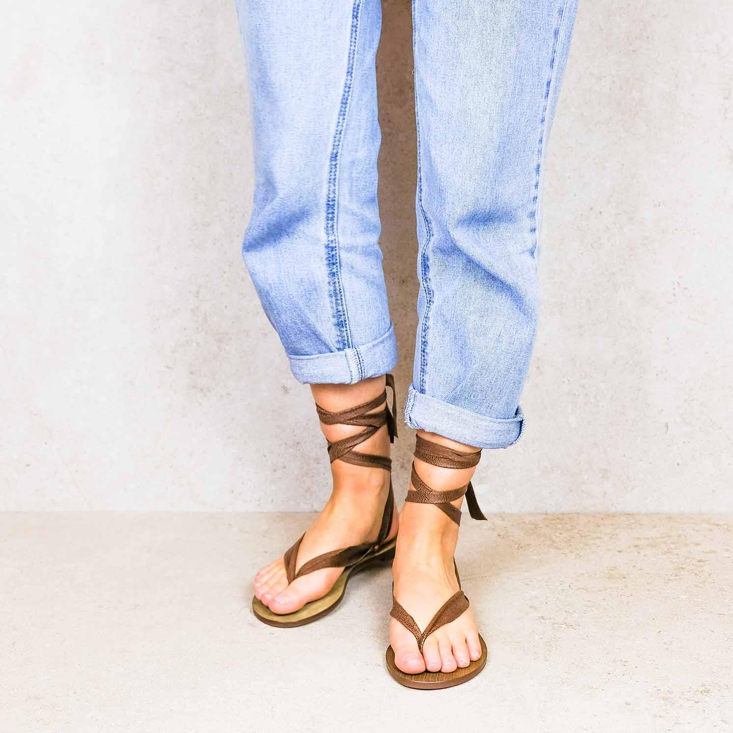 Desert-brown_desert ribbons linten lintsandalen sandals travelsandals vegan sustainable sandals wikkelsandalen
