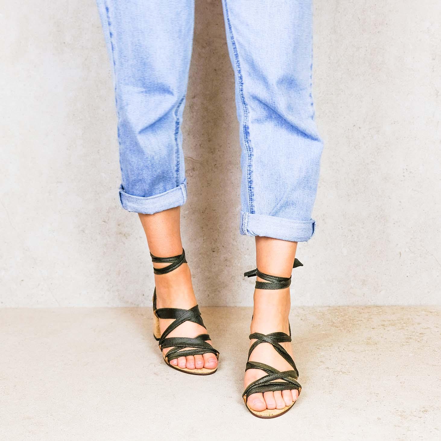 Desert-green_desert ribbons linten lintsandalen sandals travelsandals vegan sustainable sandals wikkelsandalen