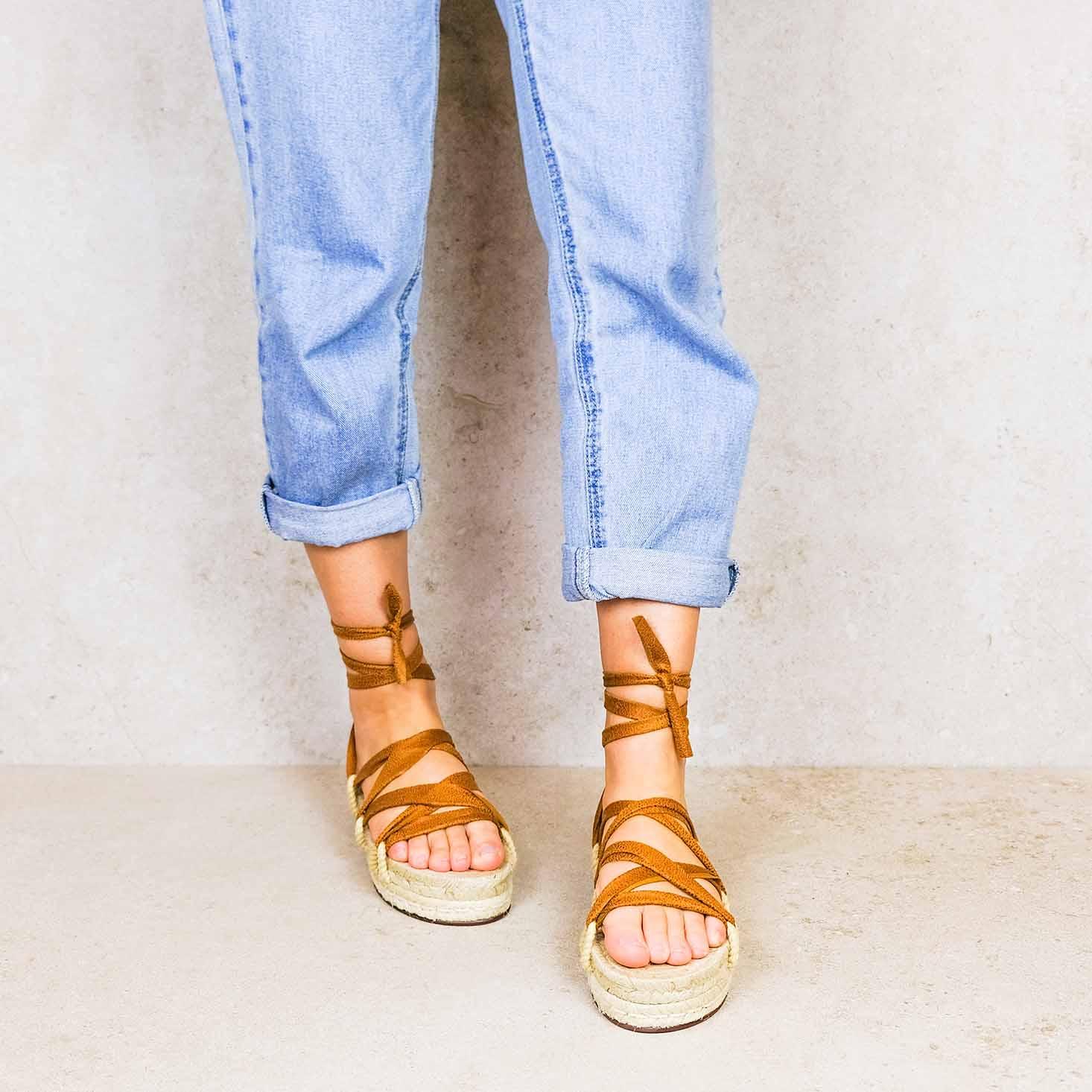 Desert-sunset_desert ribbons linten lintsandalen sandals travelsandals vegan sustainable sandals wikkelsandalen