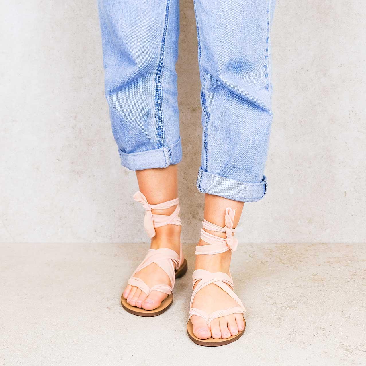 Dusty-pink_elegance ribbons linten lintsandalen sandals travelsandals vegan sustainable sandals wikkelsandalen