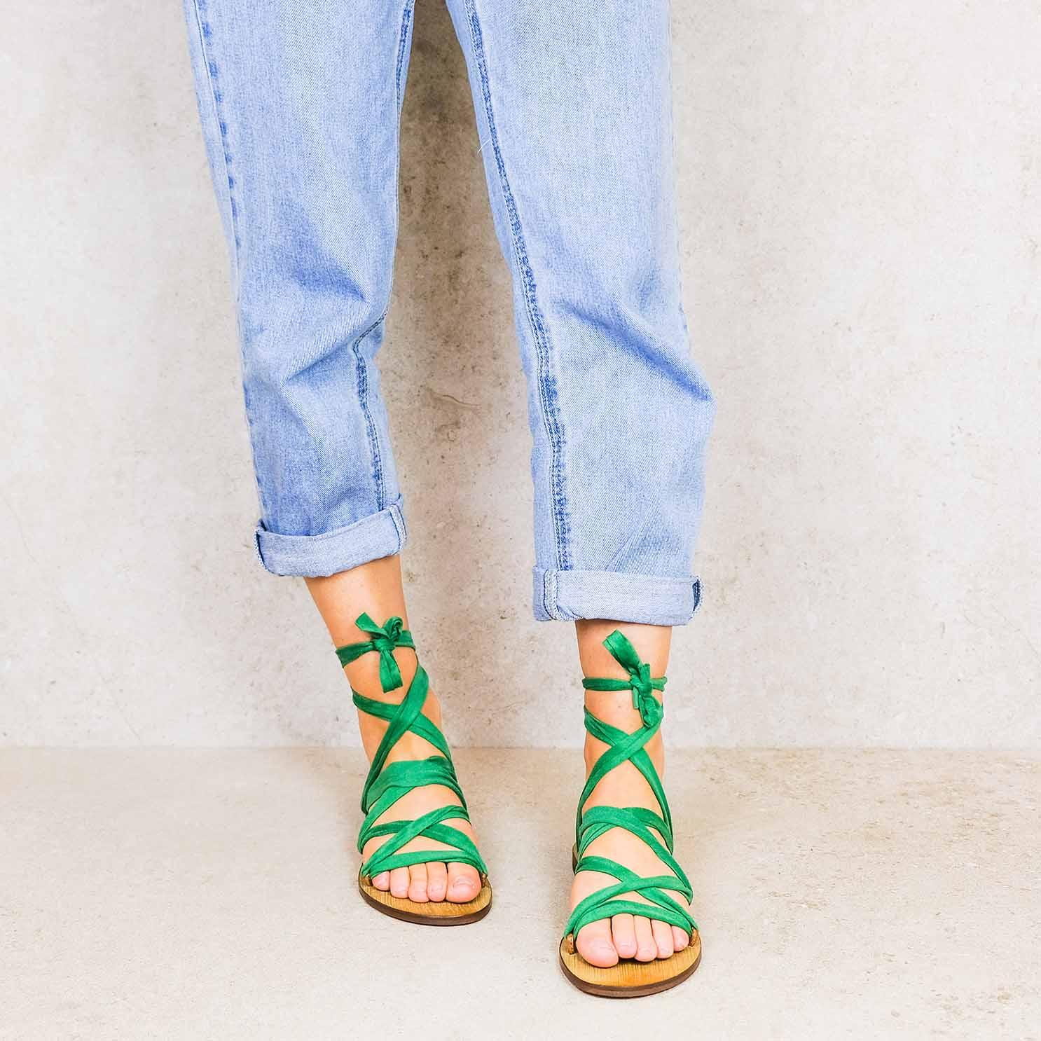 Forrest-green_suede linten lintsandalen sandals travelsandals vegan sustainable sandals wikkelsandalen