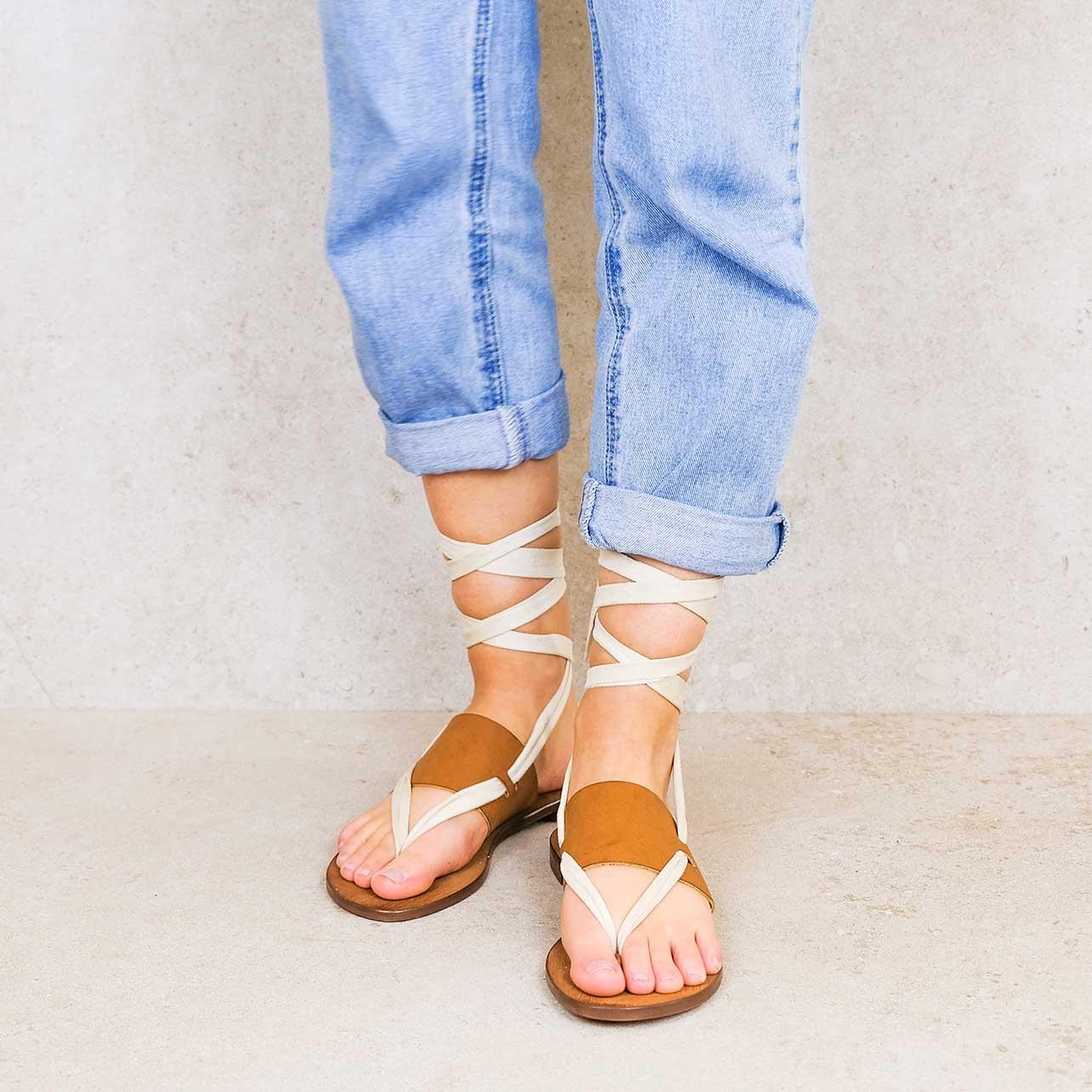 Ivory-suede ribbons linten lintsandalen sandals travelsandals vegan sustainable sandals wikkelsandalen