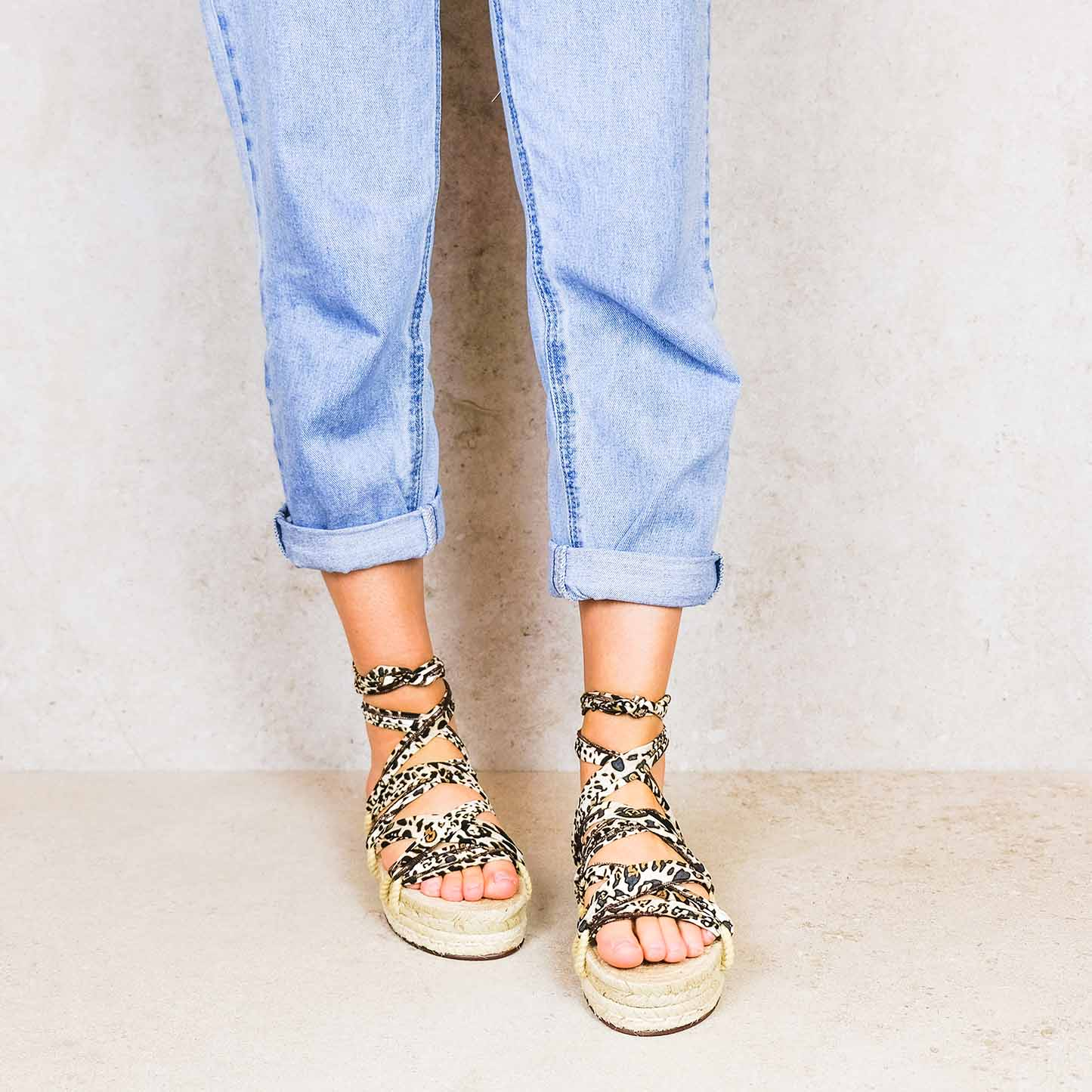 Leopard-elegance ribbons linten lintsandalen sandals travelsandals vegan sustainable sandals wikkelsandalen