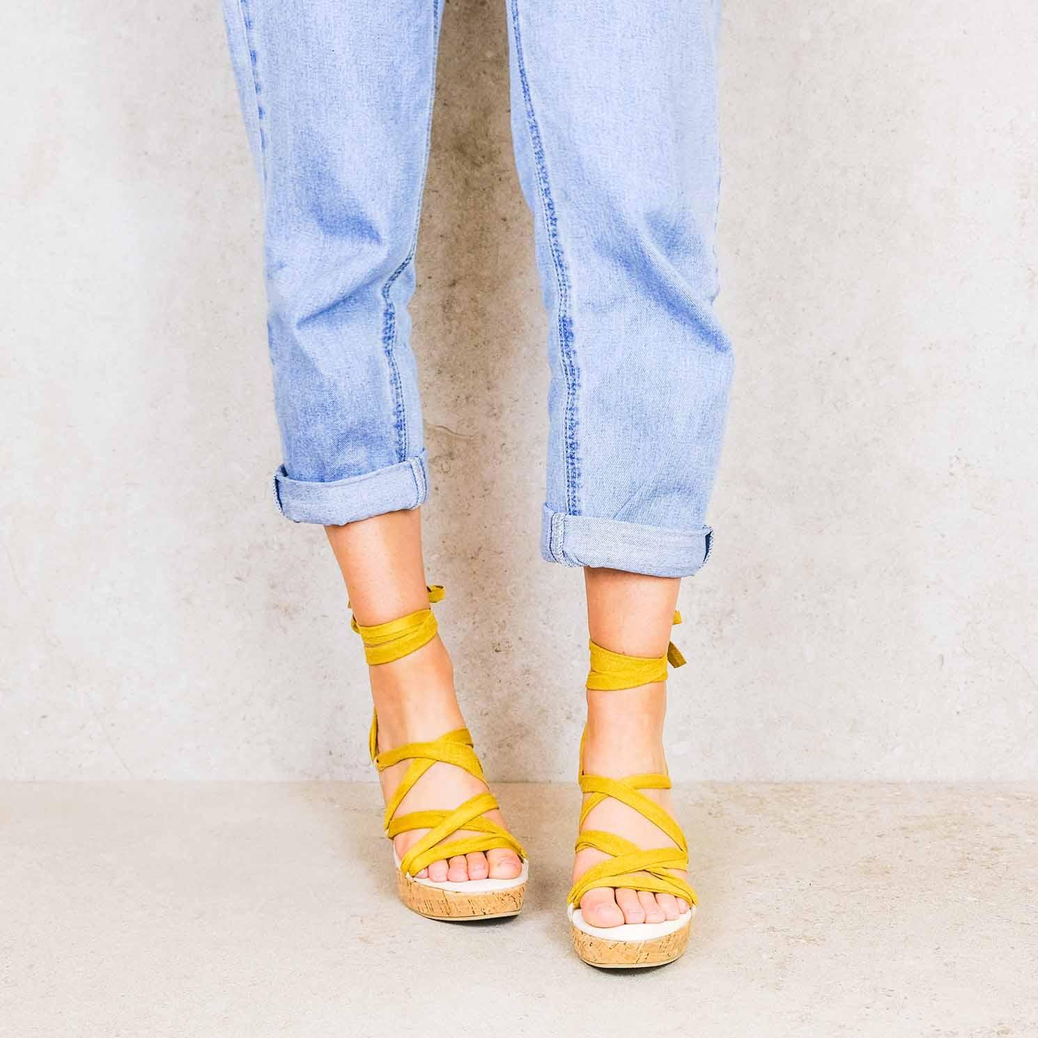 Mustard-suede ribbons linten lintsandalen sandals travelsandals vegan sustainable sandals wikkelsandalen