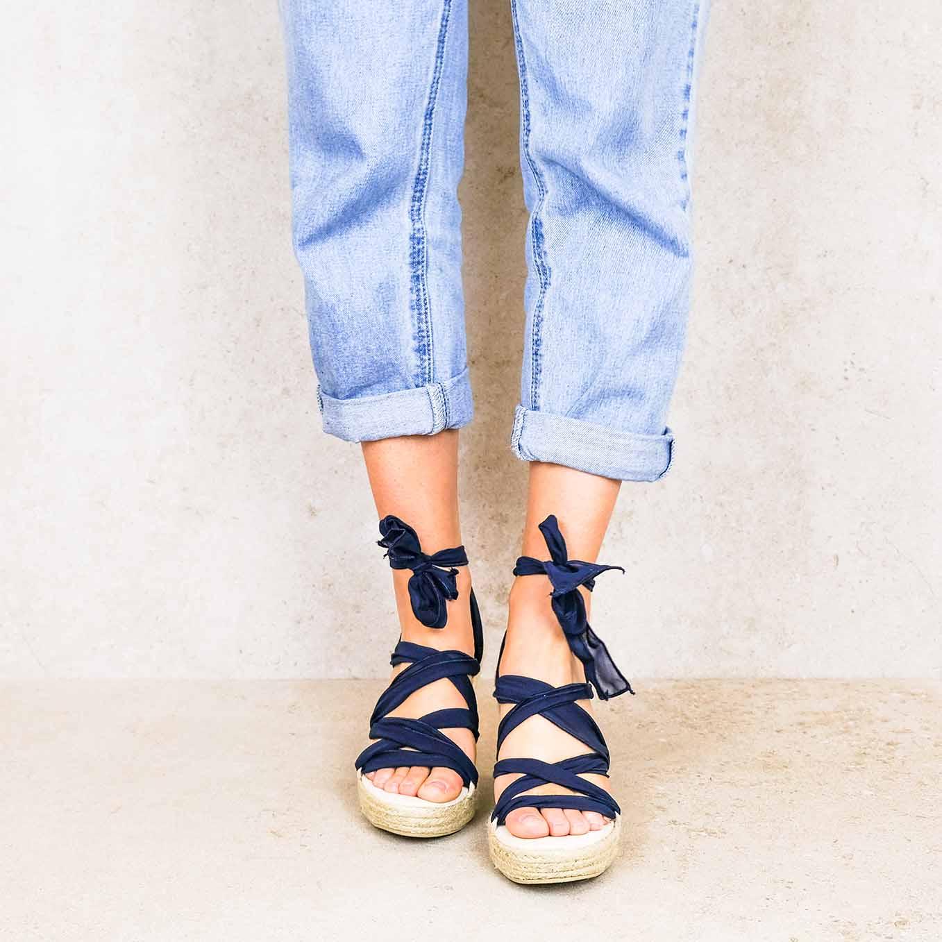 Oxford-blue_elegance ribbons linten lintsandalen sandals travelsandals vegan sustainable sandals wikkelsandalen