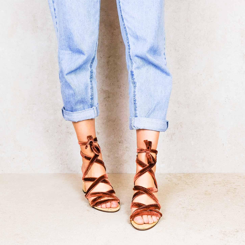 Red-velvet ribbons linten lintsandalen sandals travelsandals vegan sustainable sandals wikkelsandalen