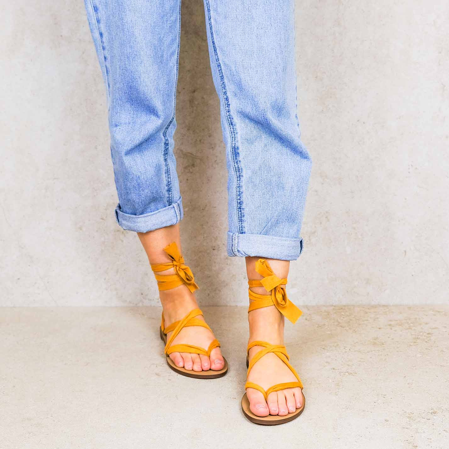 Tuscan-sun_suede ribbons linten lintsandalen sandals travelsandals vegan sustainable sandals wikkelsandalen